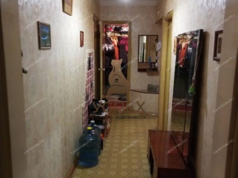 трёхкомнатная квартира на улице Строкина дом 9